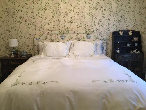 M&M-Upholstery-Custom Beds and Headboards (1)